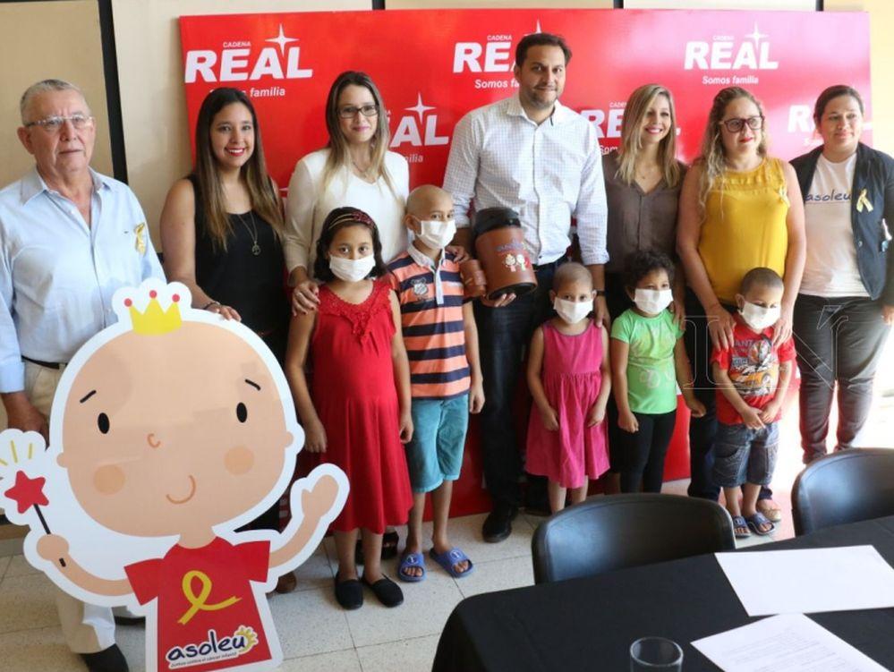 Renuevan convenio de redondeo de vueltos para ayudar a niños con cáncer