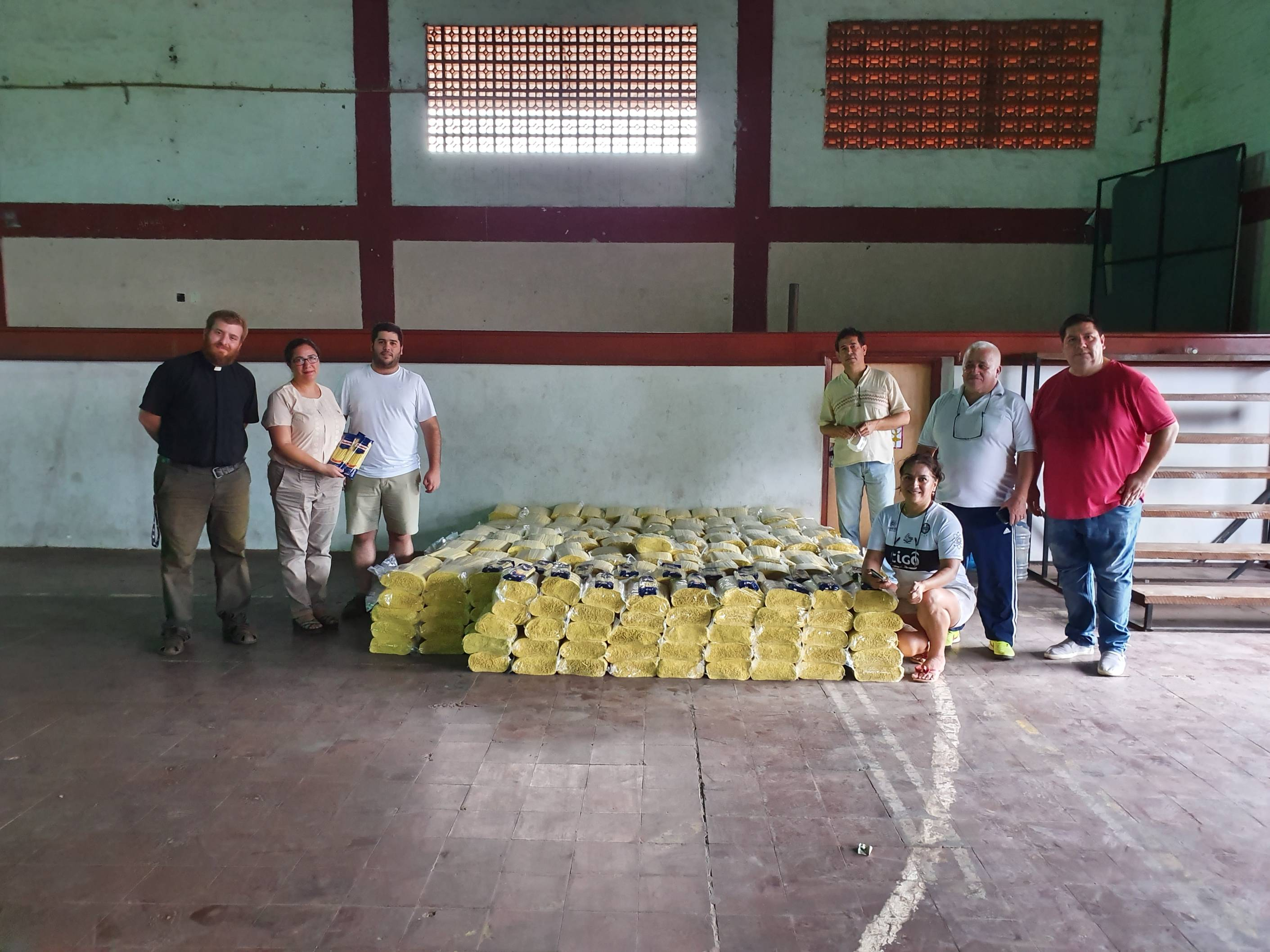 Unos 10.000 kilos de alimentos fueron entregados a familias de cinco municipios de Central